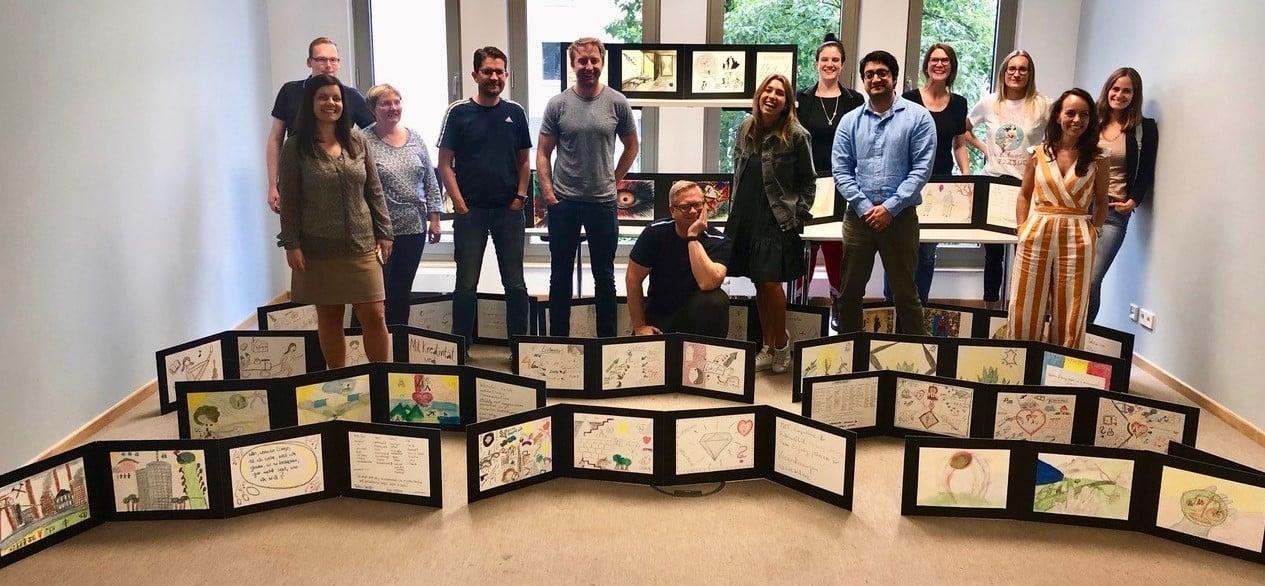 Die Studierenden des MBA Leadership mit ihren Leporellos im Jahr 2019.