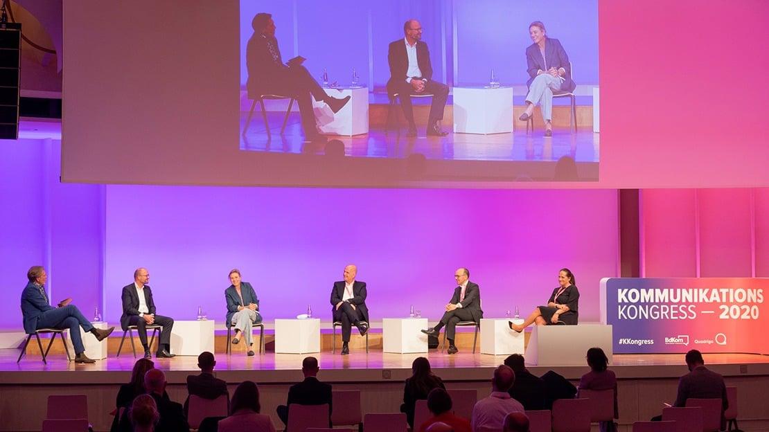 Auf dem KKongress nahmen Clarissa Haller (Siemens), Martin Roth (DZ Bank) und Monika Schaller an einer Diskussion zu den Folgen der Corona-Pandemie für die deutsche Wirtschaft teil, gemeinsam mit Andreas Bartels (Lufthansa) und Thomas Ellerbeck (TUI).