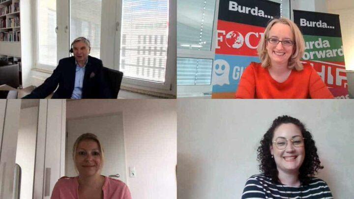 Auch beim digitalen Studienstart 2020 mussten die neuen Studierenden nicht auf das Kennenlernen mit den hochrangingen Führungspersönlichkeiten des Quadriga-Netzwerks verzichten. Neben Ivonne Julitta Bollow (METRO) und Monika Schaller (DPDHL) war unter anderem Dr. Katharina Hermann (oben rechts), Personaldirektorin der Hubert Burda Holding und stellvertretende Vorsitzende des Beirats Leadership, an den digitalen Stehtischen zu Gast. (Foto: Screenshot aus Microsoft Teams)
