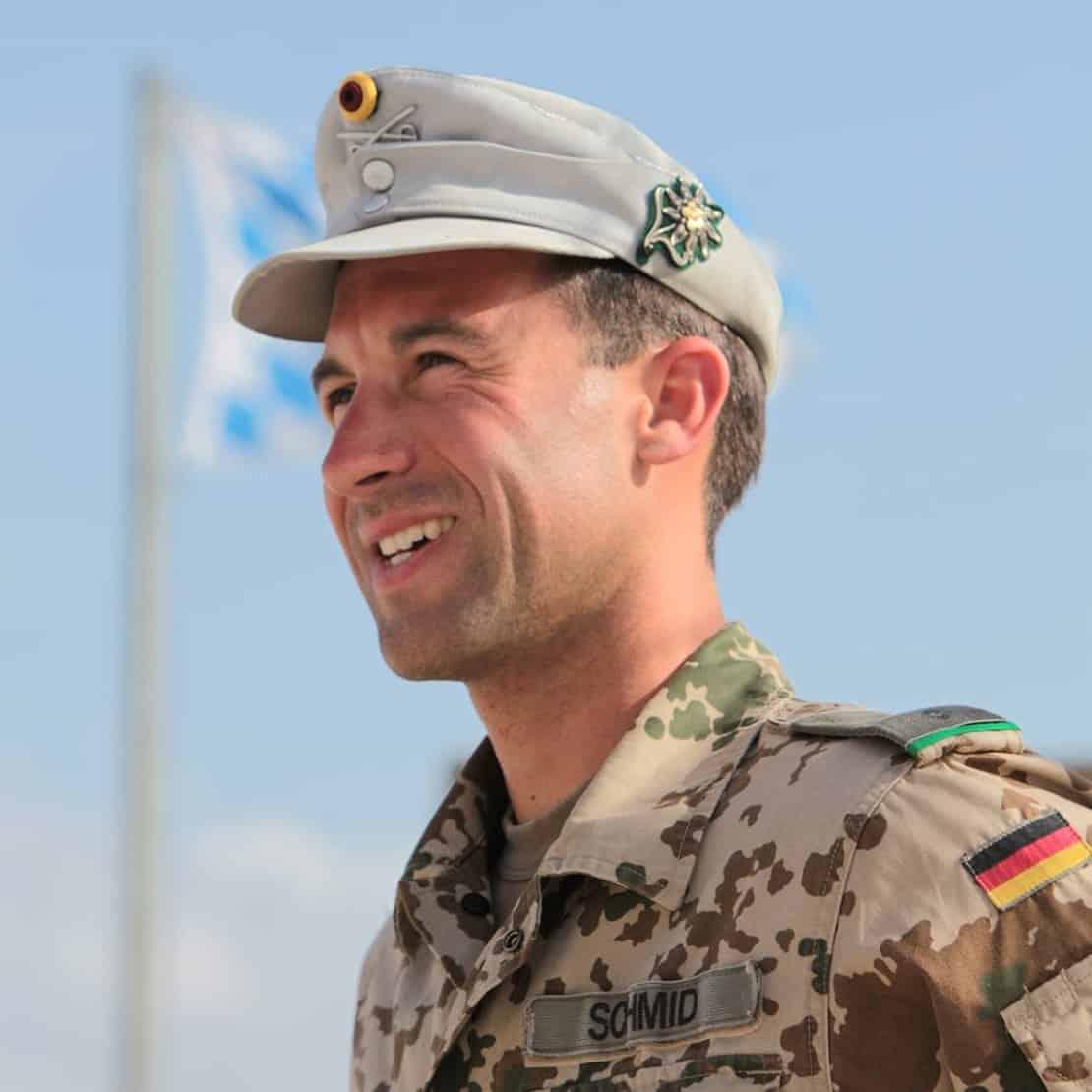 Das Bild zeigt Johannes Schmid in seiner Zeit bei der Bundeswehr.