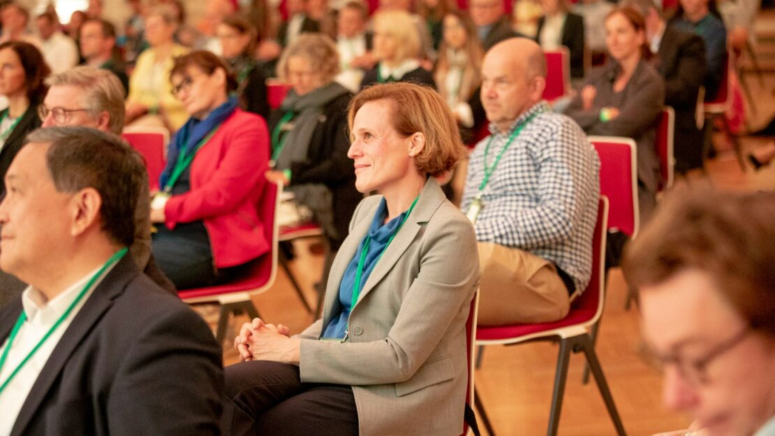 Dr. Katrin Krömer ist Mitglied im Beirat Leadership, als Mentorin aktiv und war zuletzt auch beim digitalen Studienstart an der Quadriga Hochschule zu Gast. (Foto: Jana Legler / Quadriga)